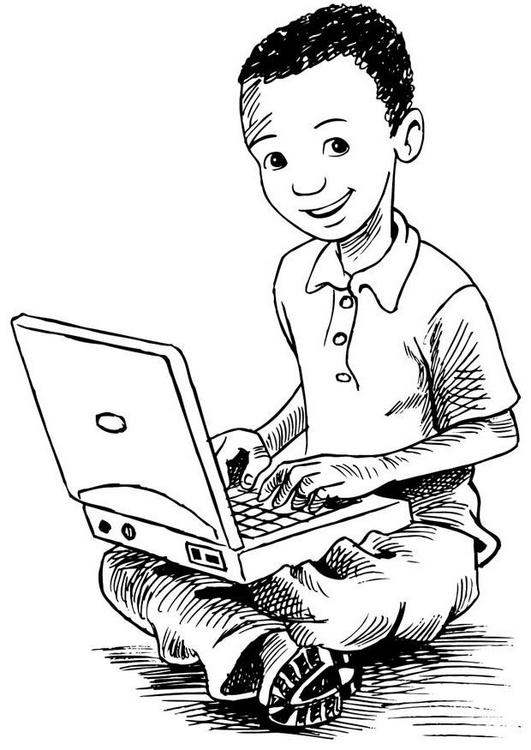 nino-con-ordenador-portatil-t7383